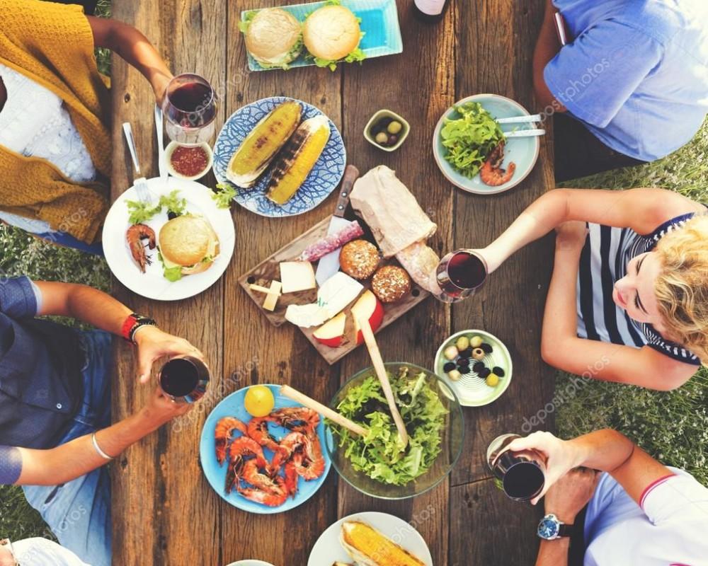 Mesas para refeições ao ar livre